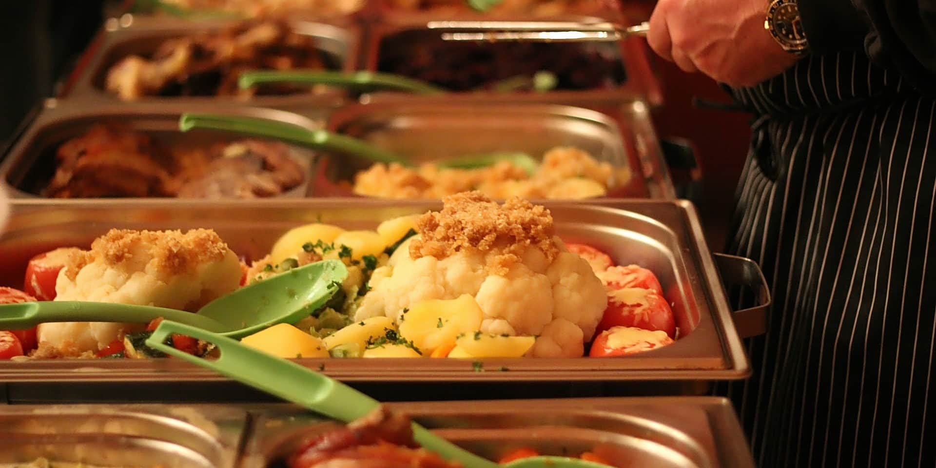 eat 3614411 1920 panorama - Singapore Funeral Food Catering